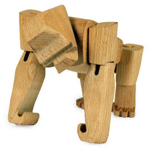 Maak kennis met Hanno de Gorilla, het houten broertje van Bokito! Met zijn elastieken spieren zet je Hanno is allerlei poses. Dit houten figuur van Areaware is gemaakt van duurzaam beukenhout en daardoor super sterk. Een stoere accessoire!