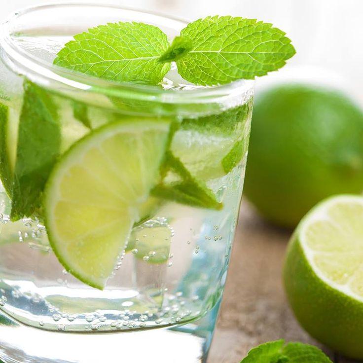 Suyunuzu limonlu içmeye ne dersiniz? Limon sitrik asit içerdiği için limonlu su sindirime yardımcı olur. Limonlu su karaciğerin daha fazla enzim üretmesini sağlar ve karaciğeri temizler, toksinlerden arınmasını sağlar.  #kudretinternational #hastane #saglik #ankara #turkiye #turkey