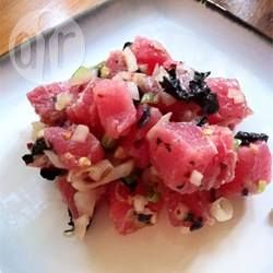 Poke salade (salade van rauwe tonijn)