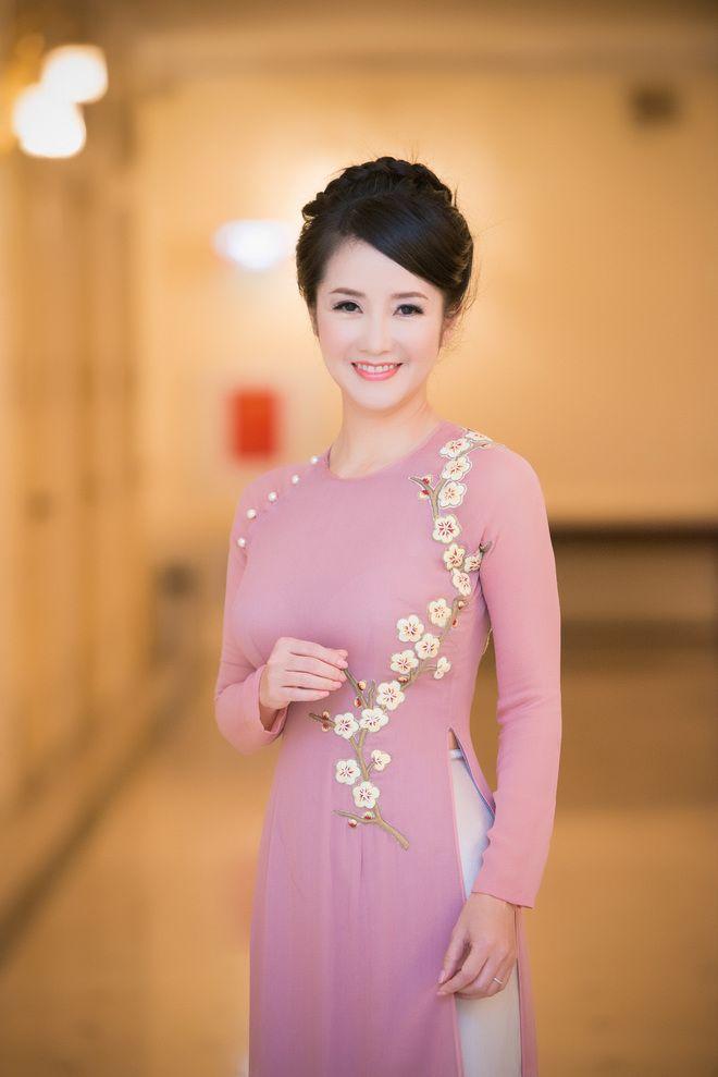 ca sĩ Hồng Nhung với trang phục áo dài - Tìm với Google