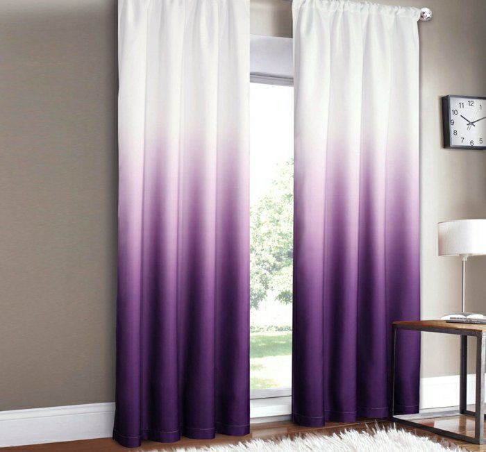 rideau occultant de couleur blanc violet rideaux longs dans le salon moderne