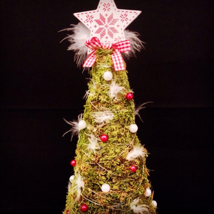 Christmas tree by Atelier Floristic Aleksandra concept Alexandra Crisan
