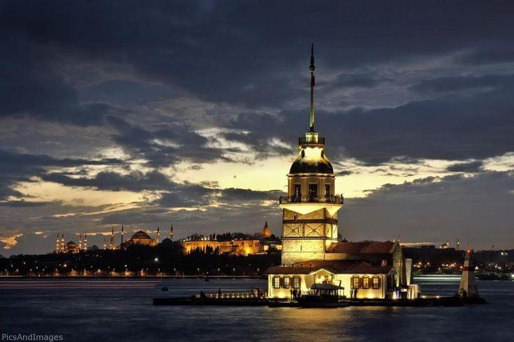 İstanbul Kız Kulesi - İstanbul Boğazı'nın Marmara Denizi'ne yakın kısmında, Salacak açıklarında yer alan küçük adacık üzerinde inşa edilmiş yapıdır.