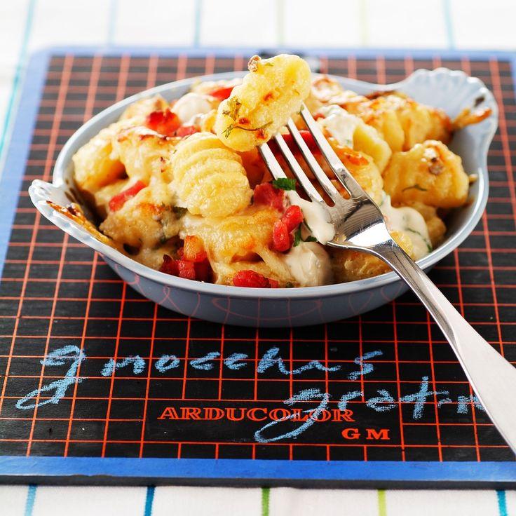 Découvrez la recette Gnocchis gratinés aux champignons et aux lardons sur cuisineactuelle.fr.
