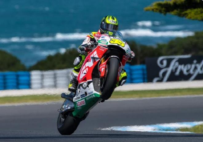 Covesia.com - Pebalap LCR Honda, Cal Crutchlow sukses menjuarai MotoGP Australia di Sirkut Phillip Island yang berlangsung pada Minggu (23/10/2016)Pebalap 30...