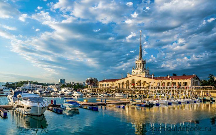 Морской порт города Сочи.