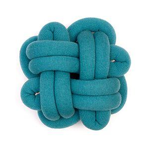 NotKnot puderne er elegante versioner af klassiske knuder i stor skala. Puderne fremstilles på Island og er lavet af det lækreste islandske uld.