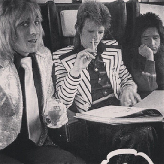 Ziggy Stardust (David Bowie) on the train with the Spiders from Mars
