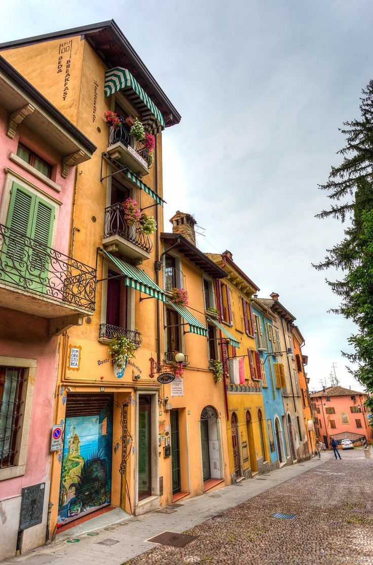 """Travel tips for visiting Lake Garda in Italy. This photo: Houses of Desenzano - """"Sirmione: An Essential Lake Garda Experience"""" by @Lozula"""