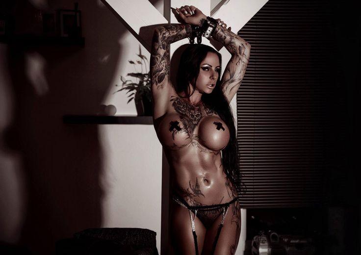 simply irresistible ! Sharon Phoenix ! Dessous: www.extravagant-d... Model: Sharon Phoenix ---> de-de.facebook.co... Fotograf: Phoenix Art-Photography ---> de-de.facebook.co... #tattoo #ink #model #sexy #dessous #lingerie #fashion #strapse