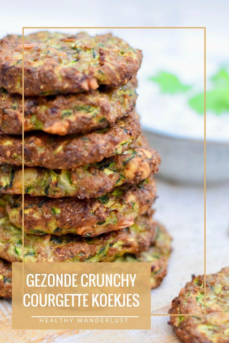 Het recept voor deze gezonde courgette koekjes met feta vind je nu op www.healthywanderlust.nl | Health blog voor vrouw, moeder en kind