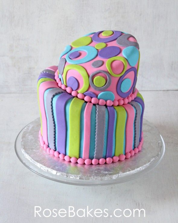 Retro Topsy Turvy Birthday Cake.  Click over for pics and details!