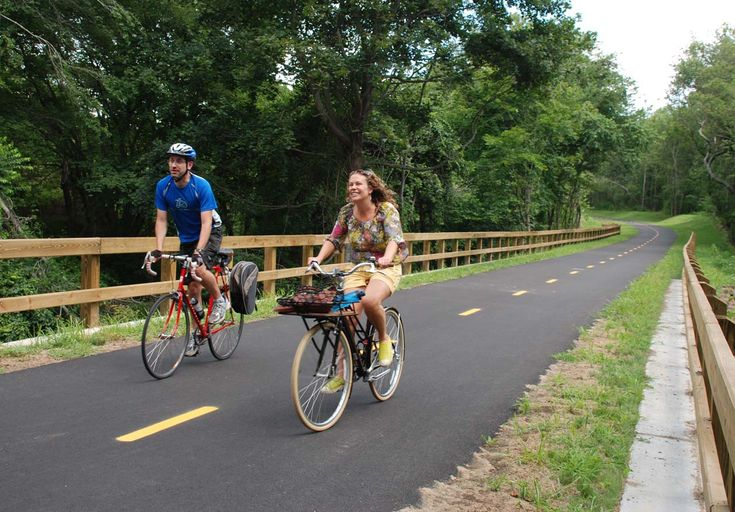 DOT website on biking in RI: http://www.dot.ri.gov/bikeri/#