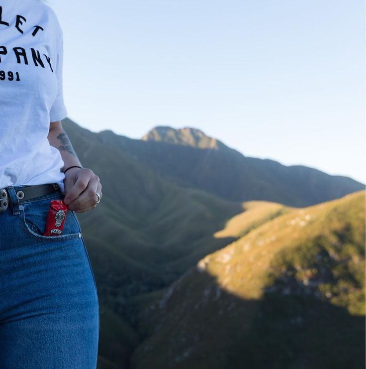 Good advice for when you're on the move: Always take something warm, and a snack to keep you going! 📷: Zang Chocolate  #WanderlustWednesday #GardenRoute #Hiking