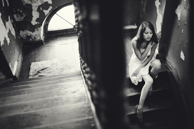 portrait photo - Alice (stairs) by Katerina SOKOVA: portrait photo - Alice (stairs) by Katerina SOKOVA