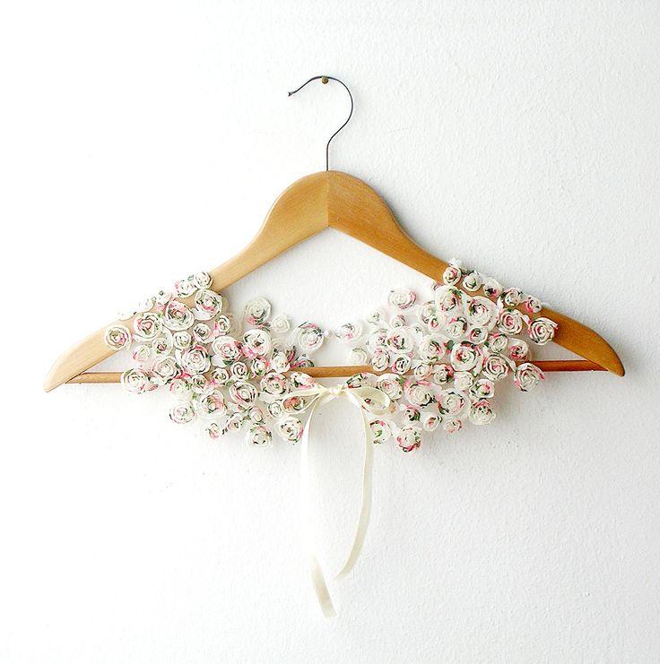 Peter Pan Collar Little Roses Detachable. €25,00, via Etsy.