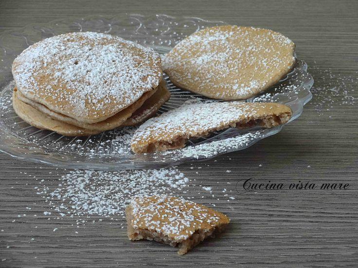 I pancakes farro e latte di nocciole non contengono latticini e uova e sono adatti a chi segue l'alimentazione vegan o ha problemi di intolleranze.