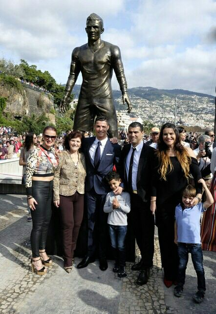 I feel so proud to be honoured with a statue in Madeira. It's a huge joy to share this mome... http://www.sportlobster.com/post/469974/i-feel-so-proud-to-be-honoured.html …