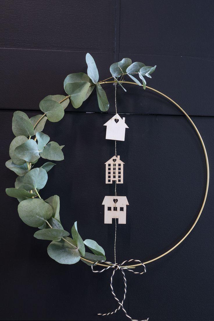 DIY : Golden door wreath for christmas. How to make a homemade door wreath with eucalyptus #homedecor #decoration #decoración #interiores