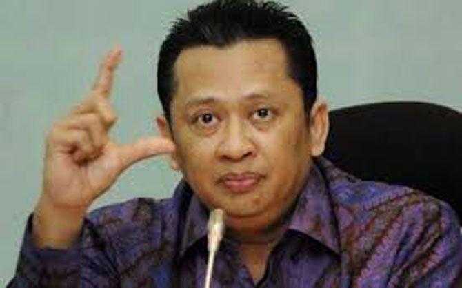 JAKARTA, (tubasmedia.com) – Anggota DPR Fraksi Partai Golkar Bambang Soesatyo menuduh pemerintah main kayu dengan menunda rapat dengan DPR. Lantaran itu Bambang mengancam akan meminta Badan Anggaran DPR menunda anggaran program pemerintahan Joko Widodo-Jusuf Kalla.