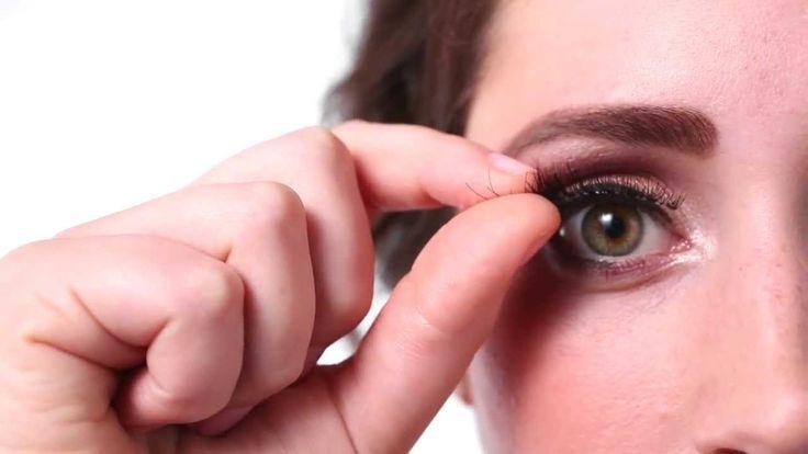 Wie bringt man künstliche Wimpern richtig an?   Die Anleitung gibt es hier: http://www.wimpernwuensche.de/wimpern-ankleben-video-anleitung    #Wimpern #Wimpernkleber #Tutorial