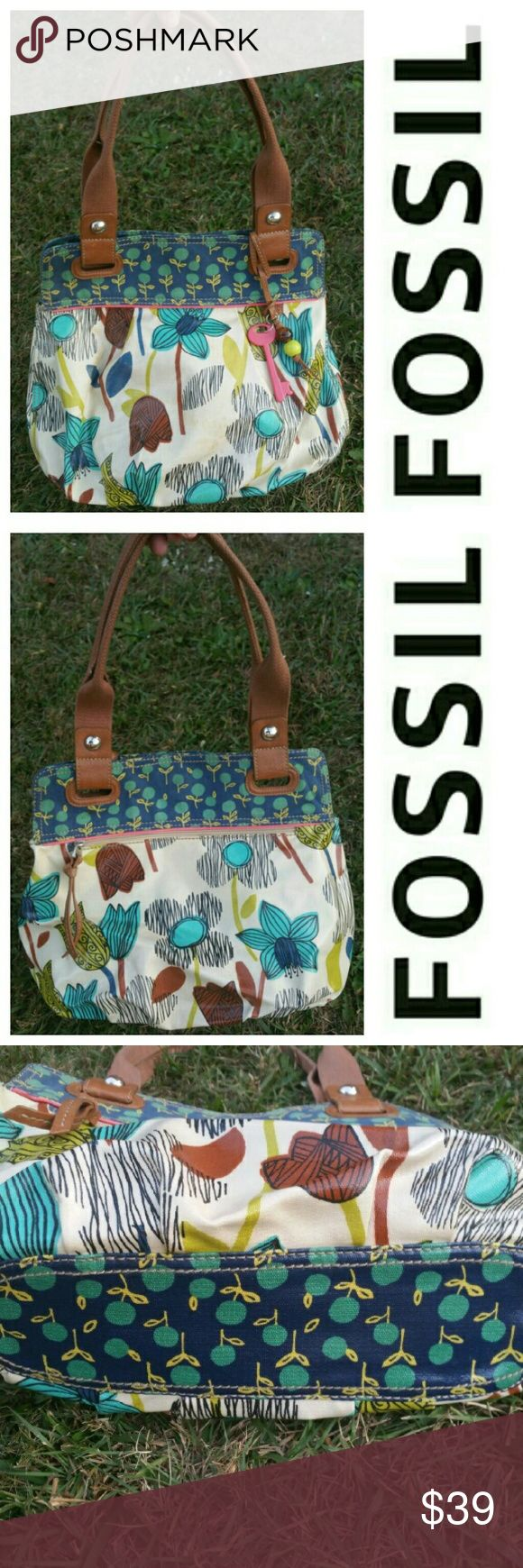 Fossil Key Per Large Bag Tilip Floral Shoulder Bag Fossil Key Per tote Large Bag Tilip Floral Shoulder Bag. This bag has been gently used there is no where on the corners, inside is clean, there are some minor stains on the outside that are actually hard to see because of the design please see pictures. This is a great large bag! Fossil  Bags Shoulder Bags