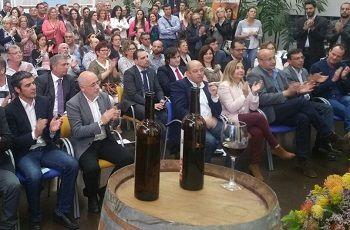 El alcalde de Santa Brígida entre los asistentes al Descorche de la Cosecha 2015