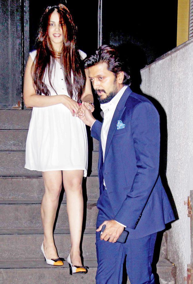 Genelia D'Souza Deshmukh and Riteish Deshmukh snapped by the paparazzi outside a restaurant in Bandra.
