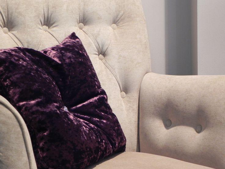 InHuis Interieur biedt u een ruime keuze aan fauteuils. Buiten de fauteuils die in de winkel staan is er nog tal keuze aan andere fauteuils om hem geheel naar uw smaak te laten maken. https://www.inhuisinterieur.nl/?PID=87