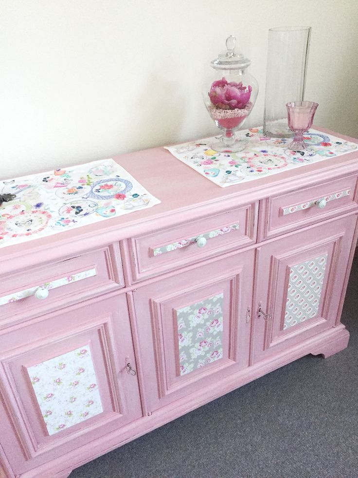 New furniture restyling: from dark wood to pink country chic. #diy #chalkpaint #shabby