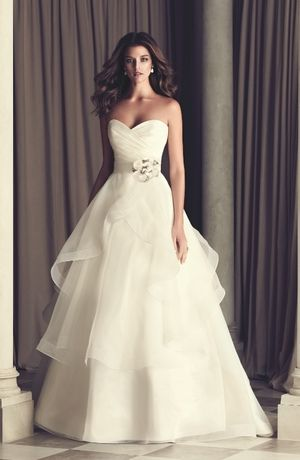 Bridal Gowns: Paloma Blanca A-Line Wedding Dress with Sweetheart Neckline and Natural Waist Waistline