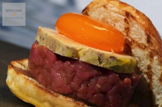 I nostri panini preferiti #1: carne cruda, foie gras, uovo marinato  Questa settimana iniziamo a proporre i nostri panini preferiti; non è cucina di serie B, un panino, quando è preparato con cura e con ingredienti di qualità, può competere anche con un ottimo piatto. Le ricette di MyHome.Kitchen #passionfood #ricette #recipes #recetas