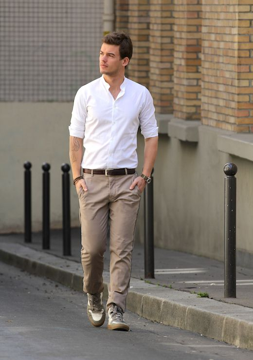 Day after chino beige et chemise blanche