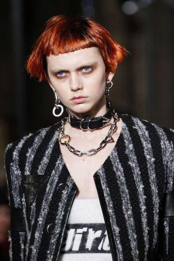 Tagli di capelli corti Autunno Inverno 2016-2017 - Taglio capelli rossi con frangia geometrica