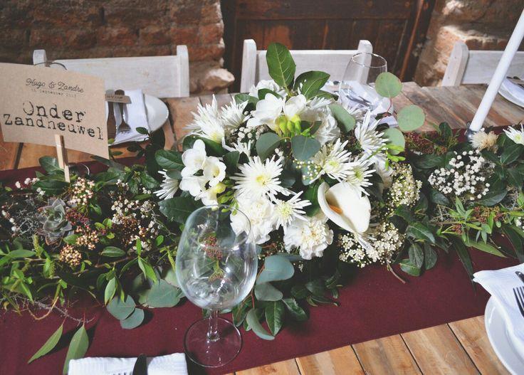 White flowers and burgundy  runner