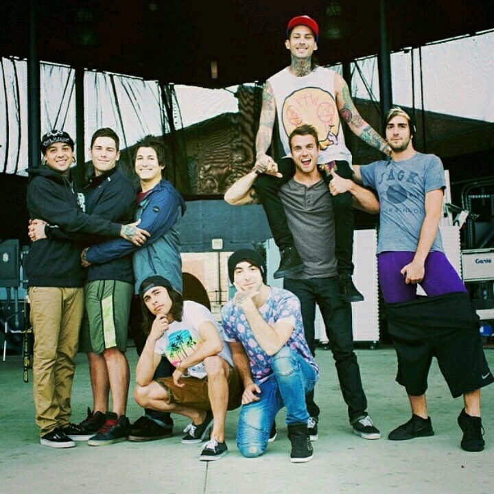 Tony Perry, Zack Merrick, Jaime Preciado, Vic Fuentes, Alex Gaskarth, Rian Dawson, Mike Fuentes, and Jack Barakat. All Time Low and Pierce The Veil hanging out.