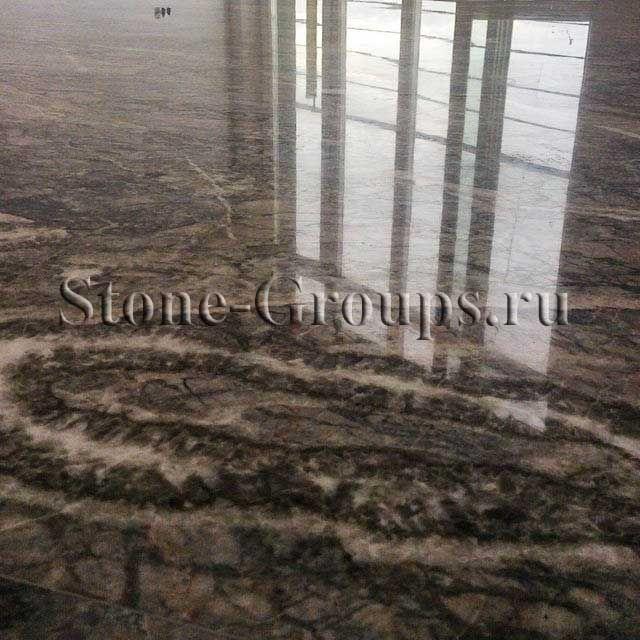 Мраморная плитка на полу
