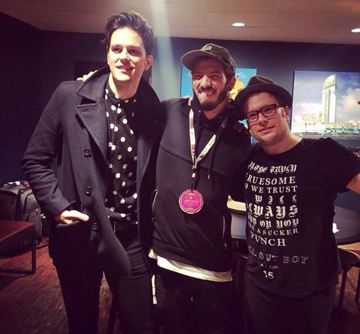 I'm sorry but Patrick is so fucking short its so hilarious