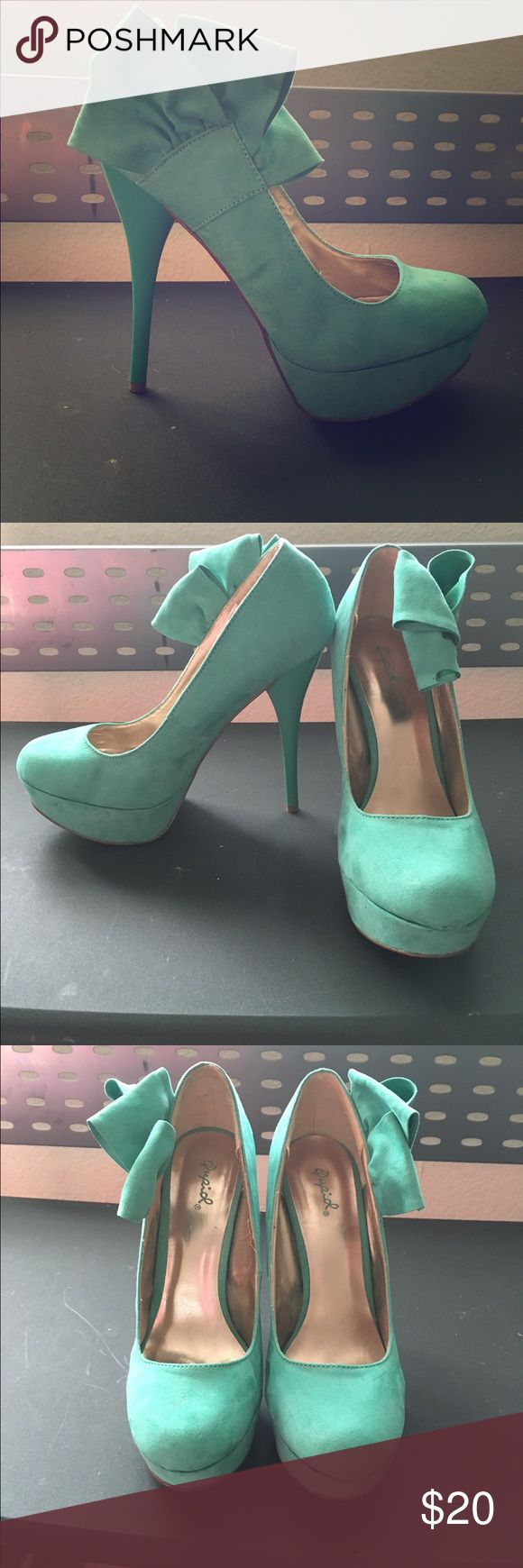 Mint heel These super cute mint pumps are comfortable and stylish! Only worn twice and in good condition. Size 8.5.  Heel height is 5 inches Shoes Heels