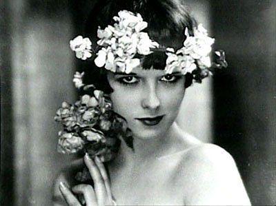 Louise Brooks couronne de fleurs
