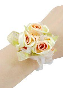 Fleur de poignet pour le mariage, satin, couleur champagne