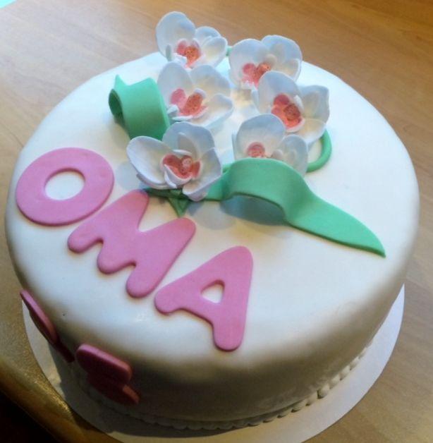 Grandma became 80 years old! She loves orchids, so ik made her a lovely orchid cake!  Oma is 80 jaar geworden! Ze is dol op orchideeën, dus ik heb voor haar een orchideeën taart gemaakt.