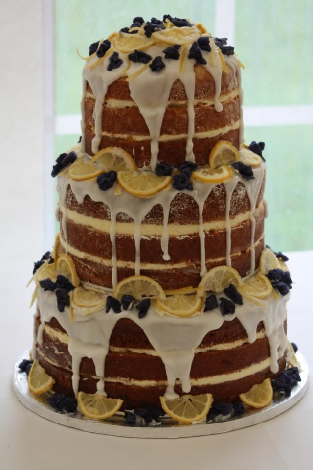 Naked wedding cake with lemons #wedding #weddingcake #summer #cake #nakedcake