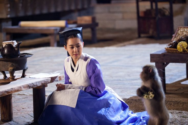 The King's Doctor(Hangul:마의;hanja:馬醫;RR:Ma-ui; lit.Horse Doctor) is a 2012South Koreantelevision series depictingBaek Gwang-hyeon(1625–1697), Joseon Dynasty veterinarian, starringJo Seung-wooandLee Yo-won. It aired onMBC.The life of aJoseon-era low-class veterinarian specializing in the treatment of horses, who rises to become the royal physician in charge of the King's health.  강지녕 이요원
