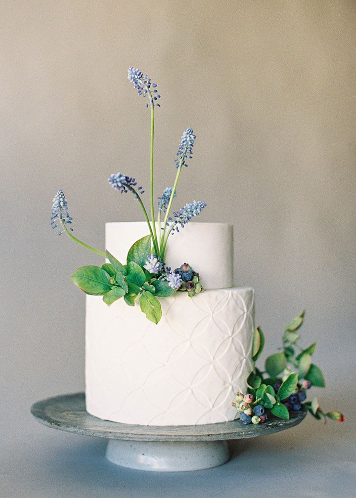 Created by Nine Cakes & embellished by Studio Mondine ~ grape muscari, blueberries and hellebores ~ we ❤ this! moncheribridals.com