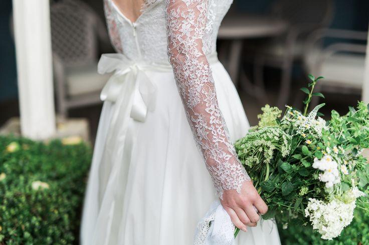 Gale #weddingdress sleeve detail by Rachel Lamb Design. Photo by @sbrookesphoto18 flowers by Florae Foray