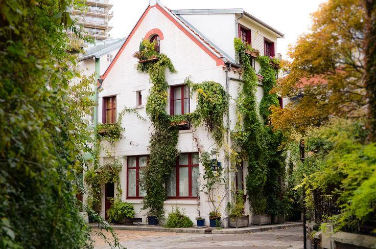 La Cité Florale  Accessible depuis la rue Brillat-Savarin ou par la rue Auguste Lançon  75013 Paris         Métro : Maison Blanche, Tolbiac ou RER Cité Universitaire