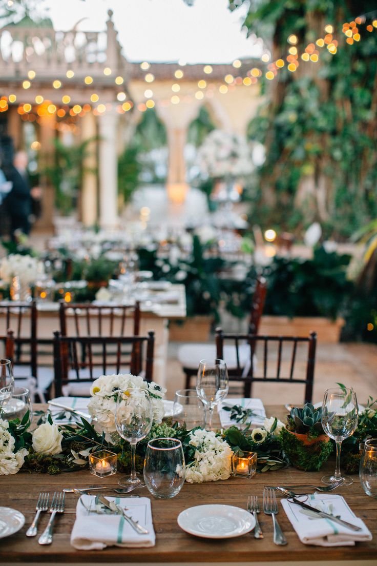 #tablescapes  Photography: Kallima Photography - kallimaphotography.com  Read More: http://www.stylemepretty.com/2014/10/21/glamorous-boca-raton-courtyard-wedding/