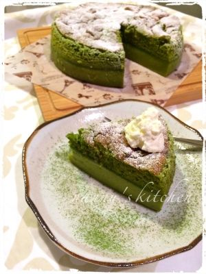 楽天が運営する楽天レシピ。ユーザーさんが投稿した「ガトーマジク☆魔法のケーキ〜抹茶バージョン〜」のレシピページです。☆手順写真付き☆話題の「魔法のケーキ」(ガトーマジク)の抹茶バージョン♪ 魔法の3層で抹茶プリン、抹茶ムーズと抹茶シフォンを一気で食べれる夢のケーキです☆。抹茶のマジックケーキ プリンケーキ ガトーマジック。卵黄,砂糖,ぬるま湯(約38℃),バター,薄力粉,抹茶,牛乳,バニラエッセンス,卵白,<仕上げに>