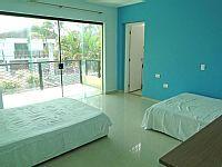 Casa em excelente localização (Praia da Enseada em Guarujá), à 50 metros do mar, próximo ao AcquaMundo e Shopping Enseada. Sala 3 amplos ... - Nº 4144833